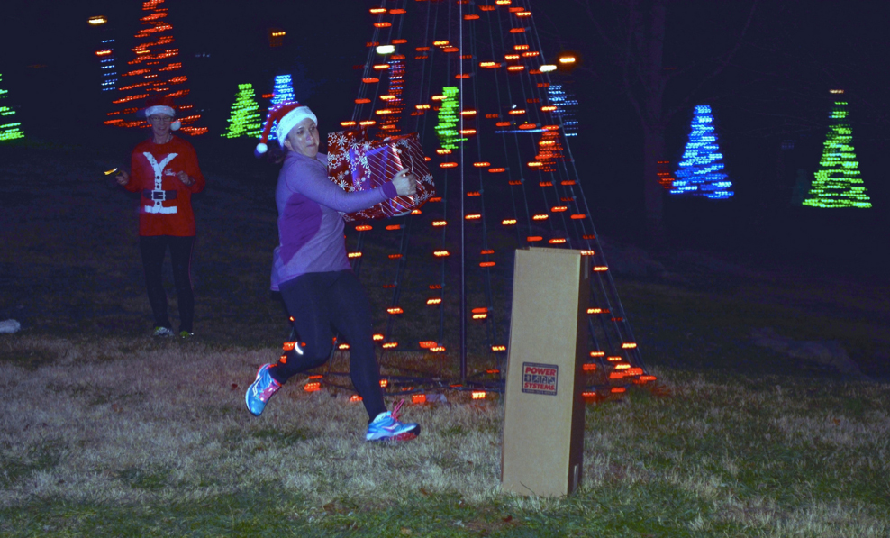holiday lights run fun group run knoxville fleet feet knoxville